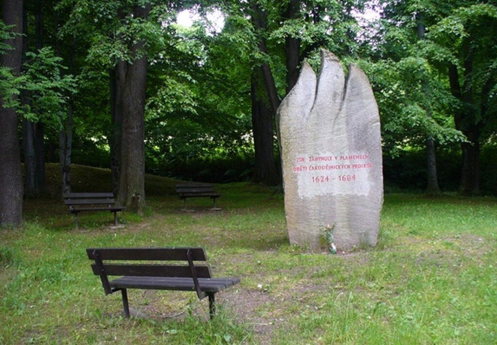pomnik carodejnickych procesu