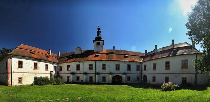 nadejkov zamek