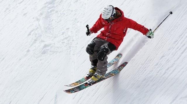lyžař