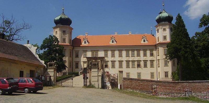 zamek mnisek pod brdy