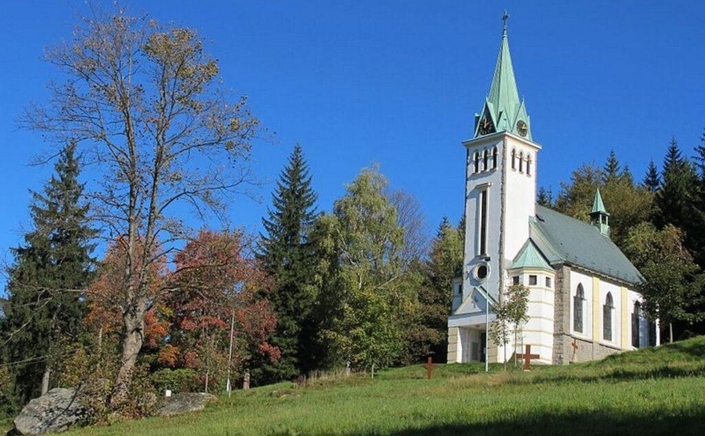 kostel v Bedrichove