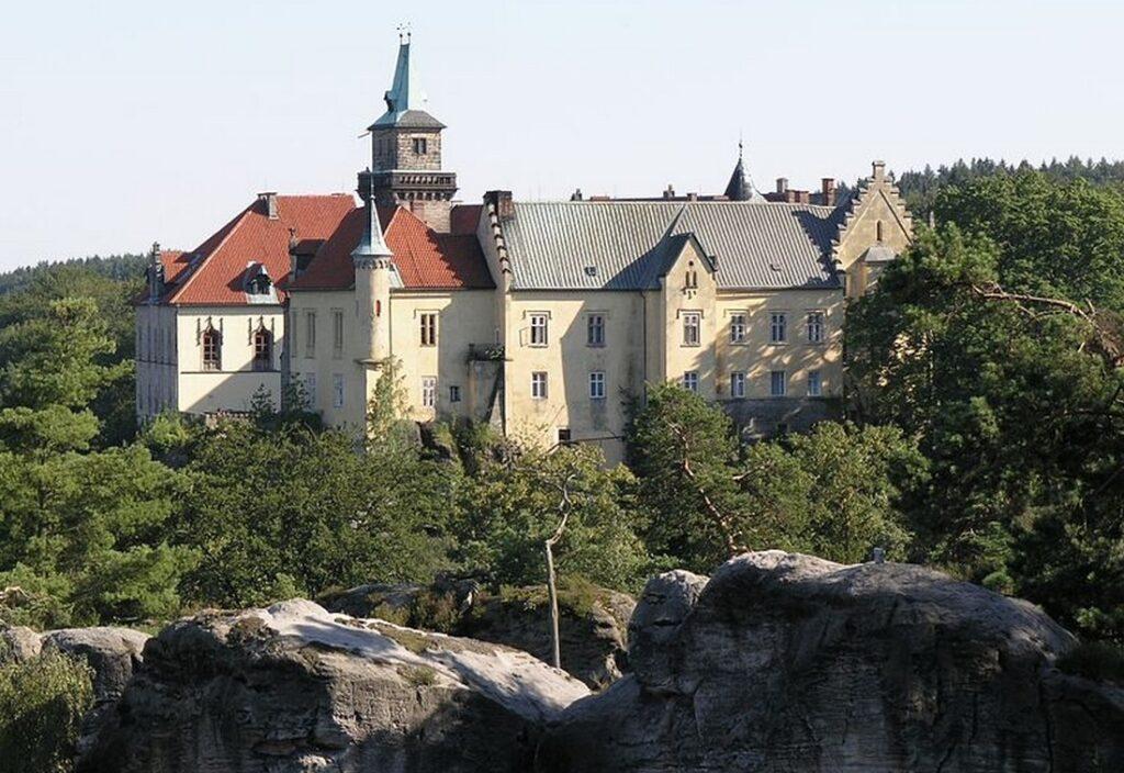 zamek hruba skala 1