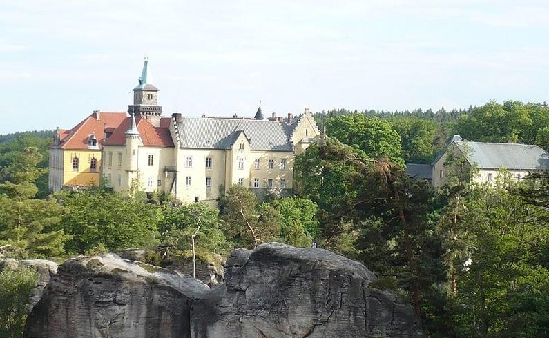 zamek hruba skala