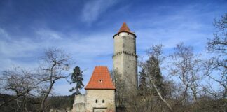 hrad zvikov