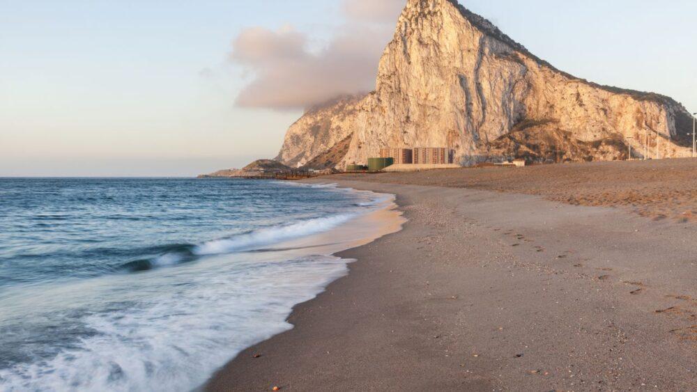 Gibraltar při východu slunce