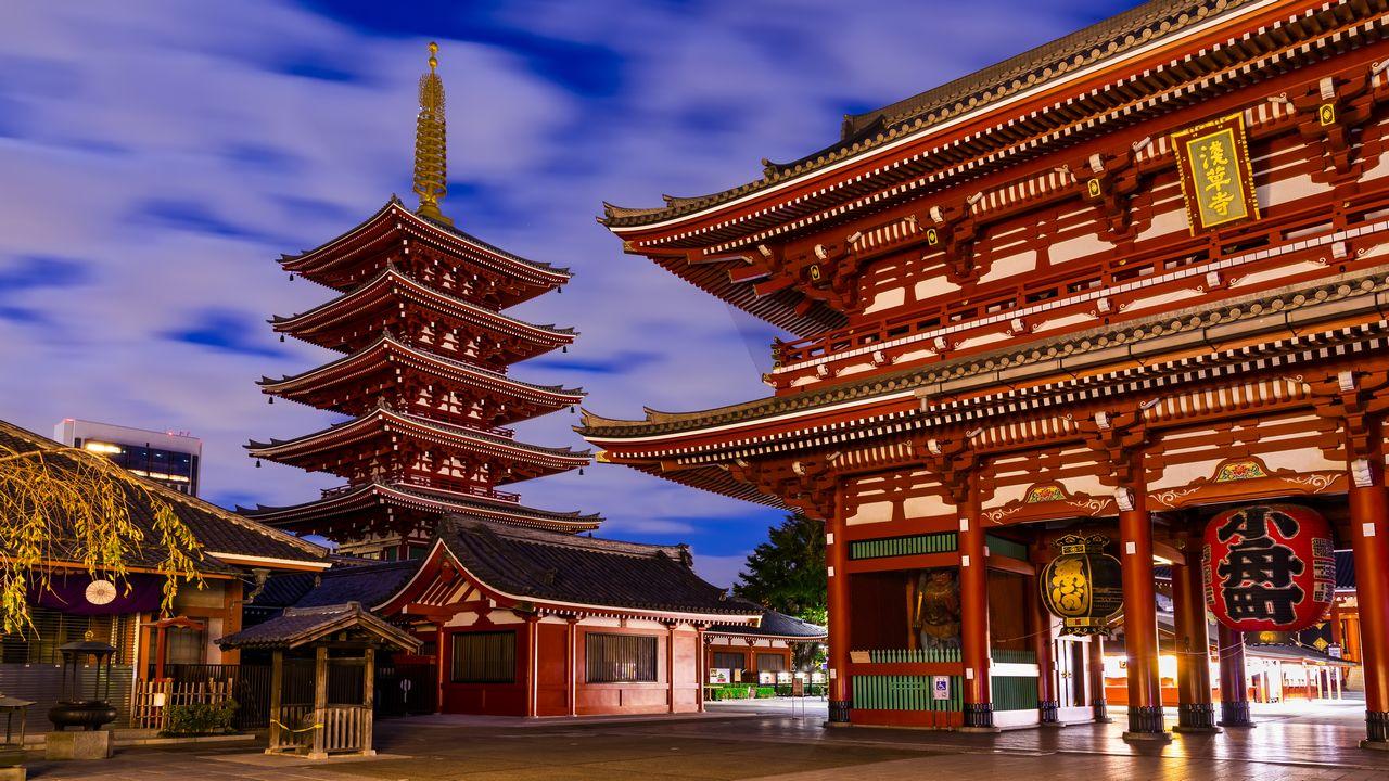 Japonská architektura Asakusa při západu slunce