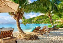 Lehátka na pláži Seychely