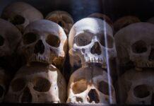 Lidské kosti a lebky Kambodža