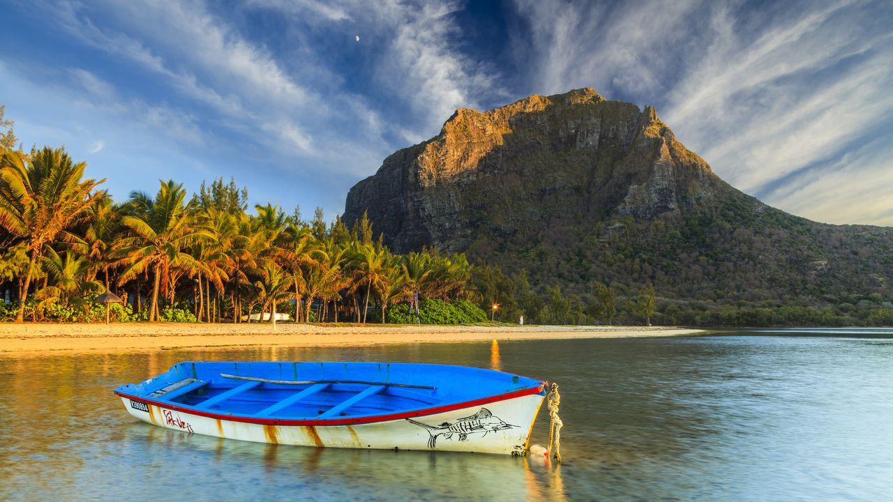 Loď u ostrova Mauricius