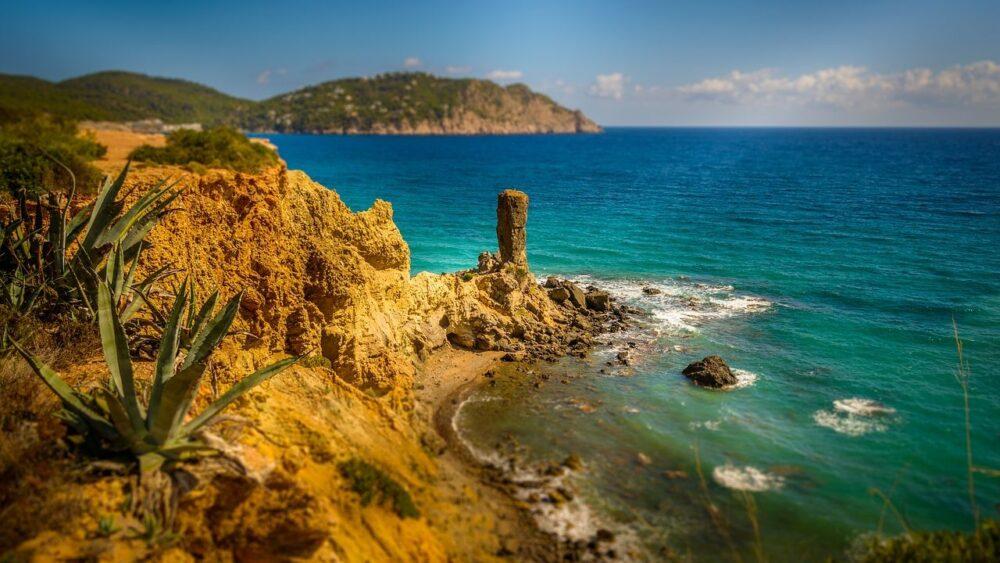 Ostrov Ibiza pobřeží