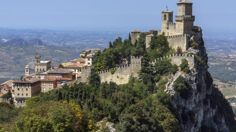 Pevnost-ve-state-San-Marino