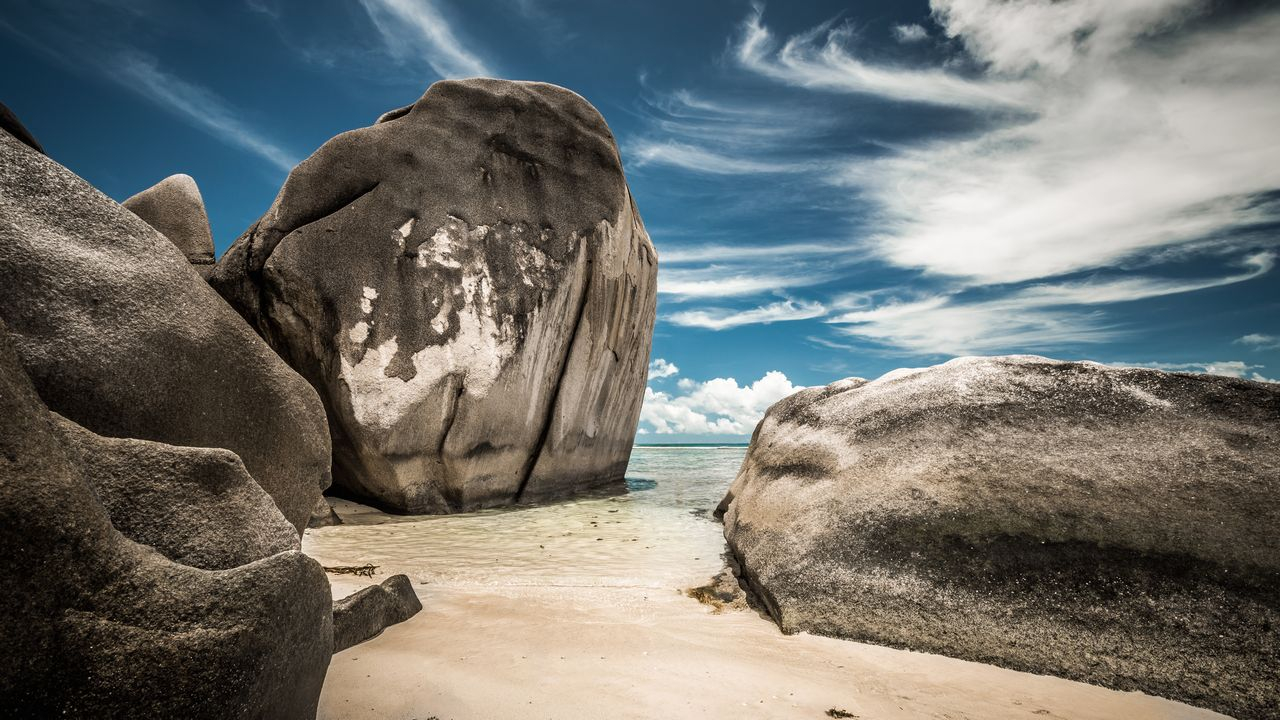 Pláže a kameny na Seychelách