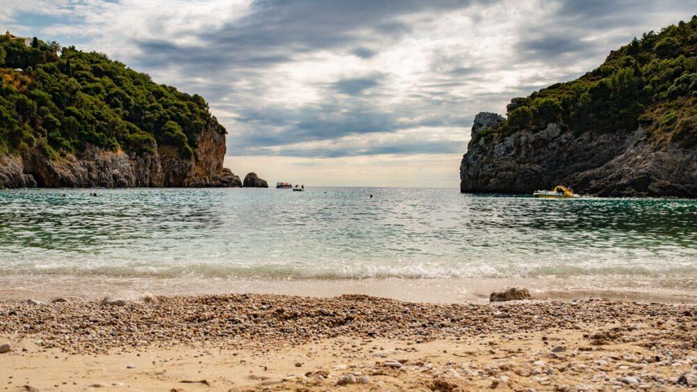 Pláže a pobřeží na ostrově Korfu