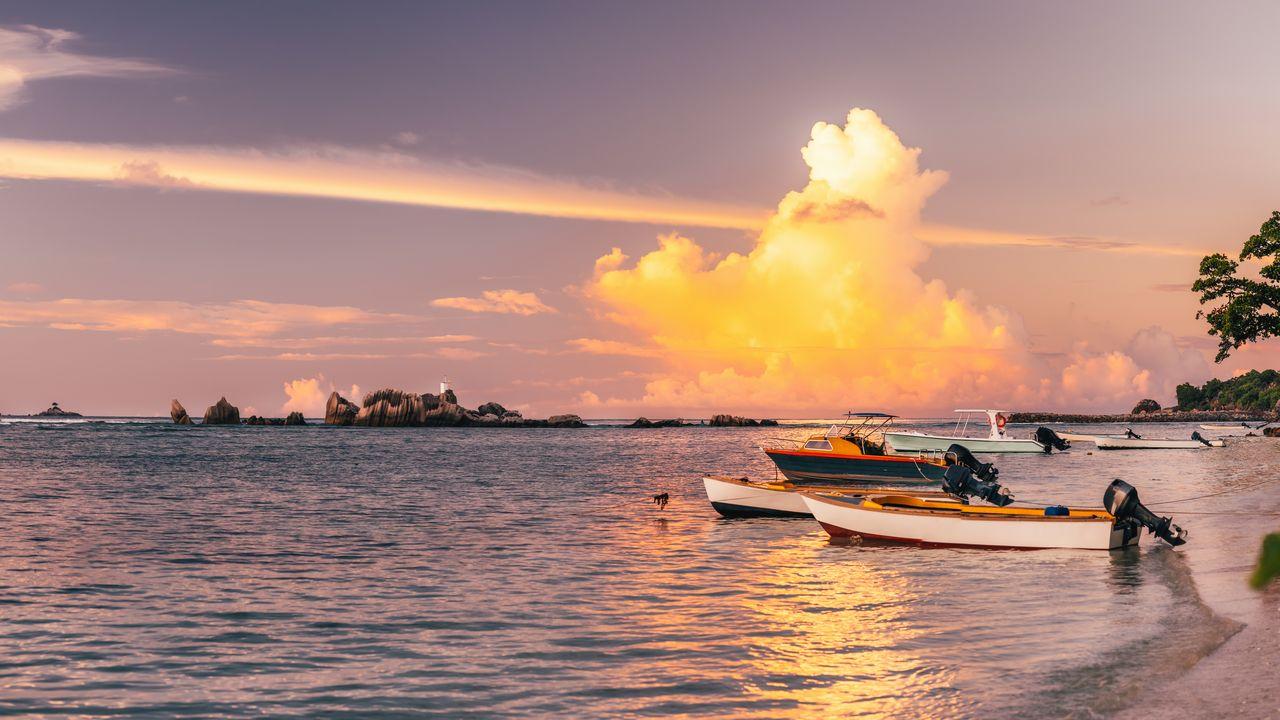 Seychely při západu slunce