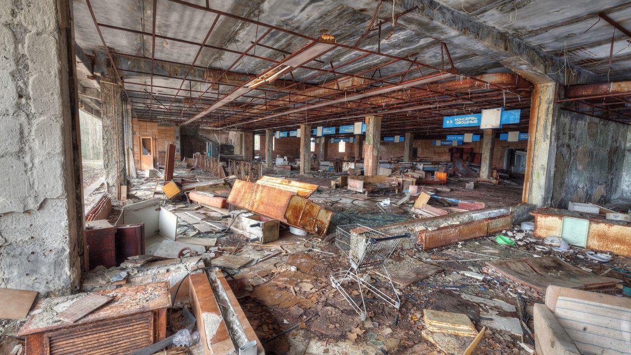 Opuštěný supermarket ve městě Pripjat