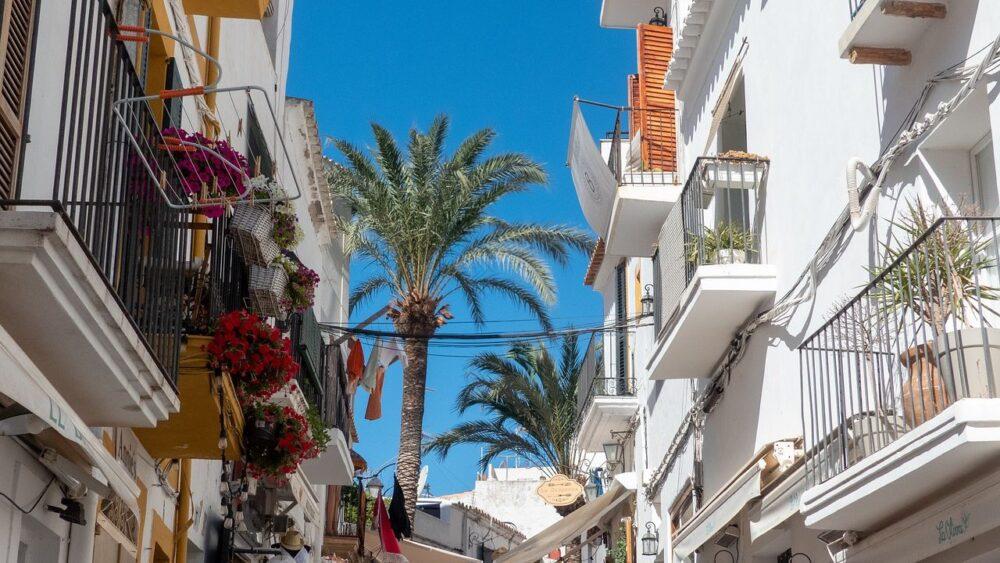 Ulice a budovy Ibiza