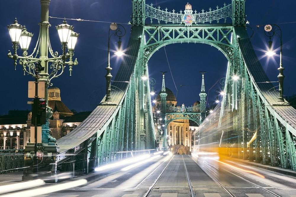 Most v Budapešti v noci