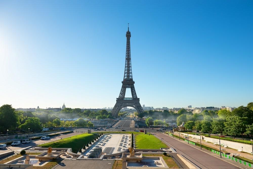 Eiffelova věž s parkem