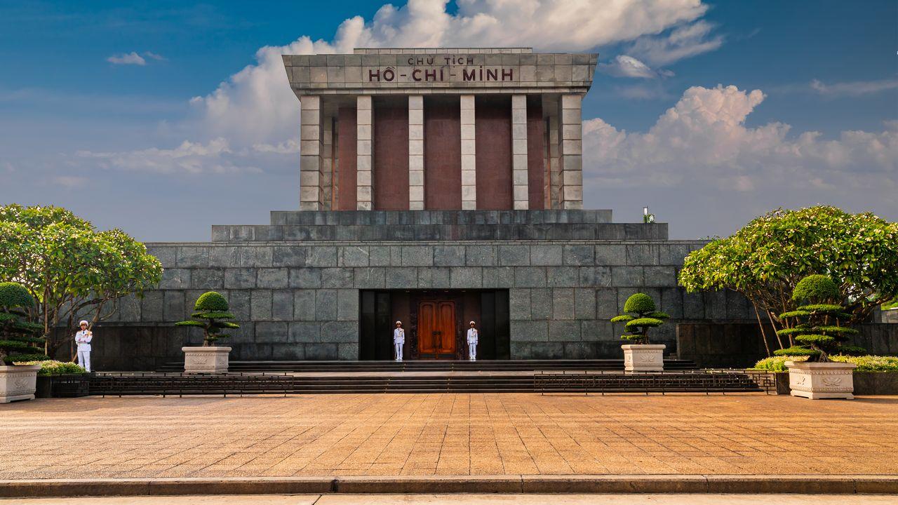 Ho Chi Minh - mausoleum v Hanoji
