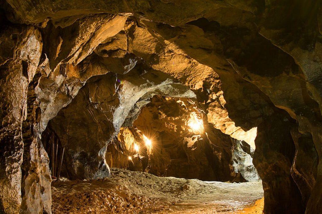 jeskyne byci skala