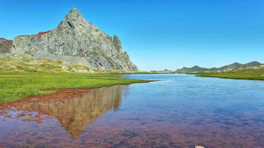 Jezero-Pyreneje