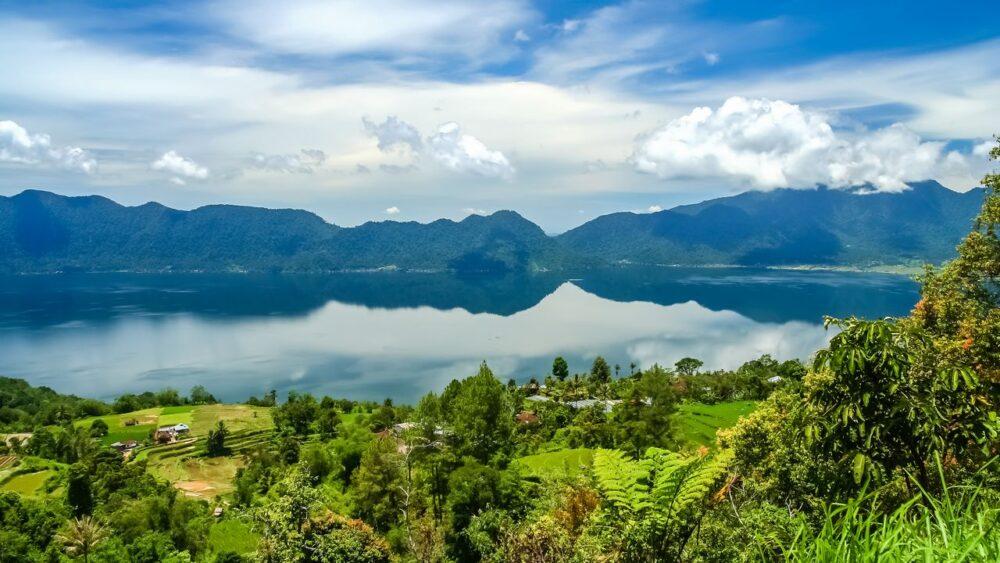 Jezero Maninja na Sumatře
