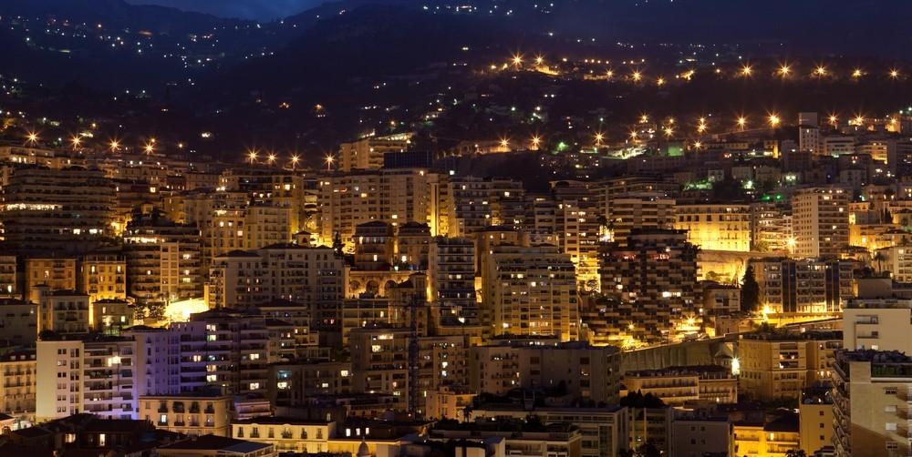 Monako v noci