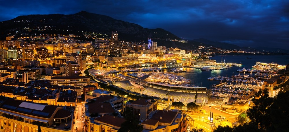 Panorama Monako v noci
