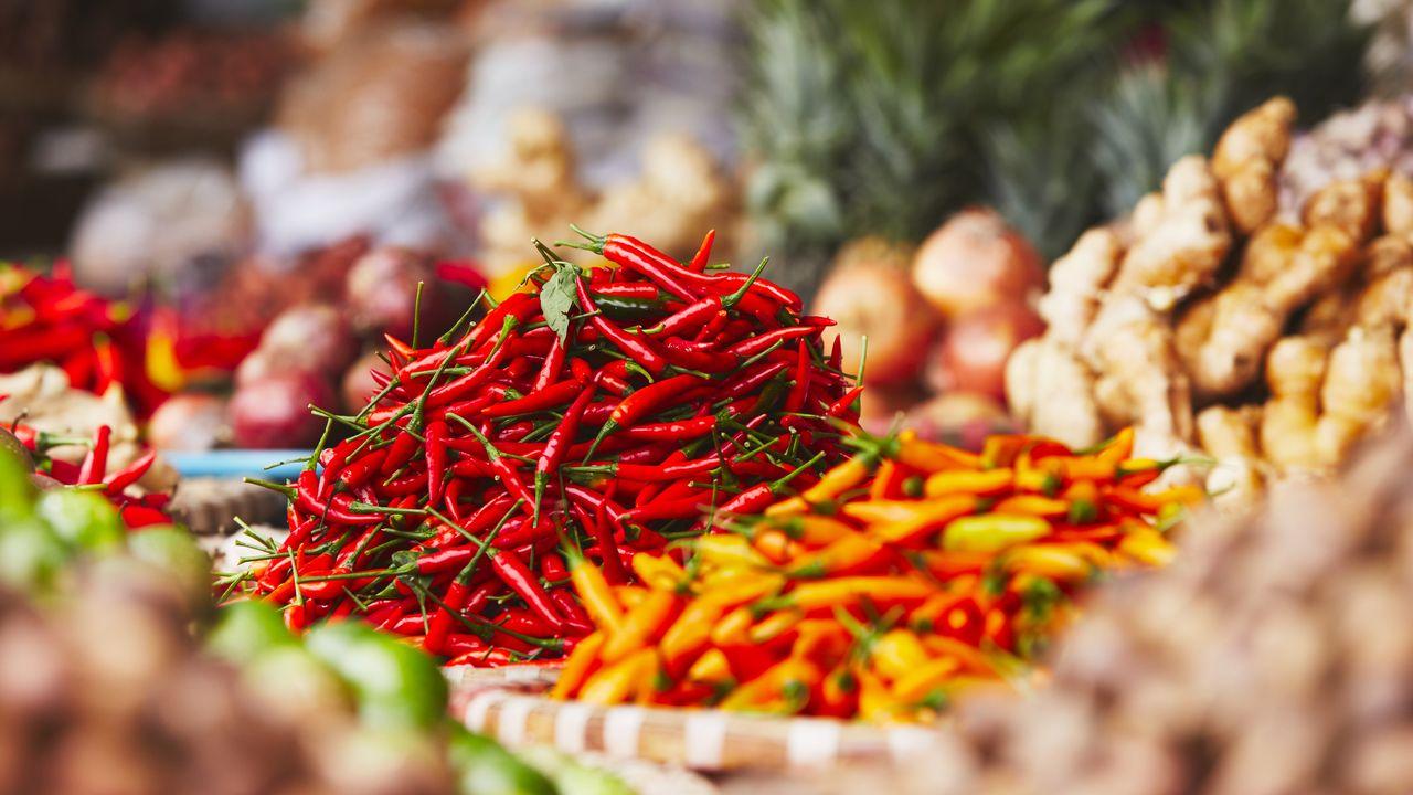 Pouliční market v Hanoji - chili papričky