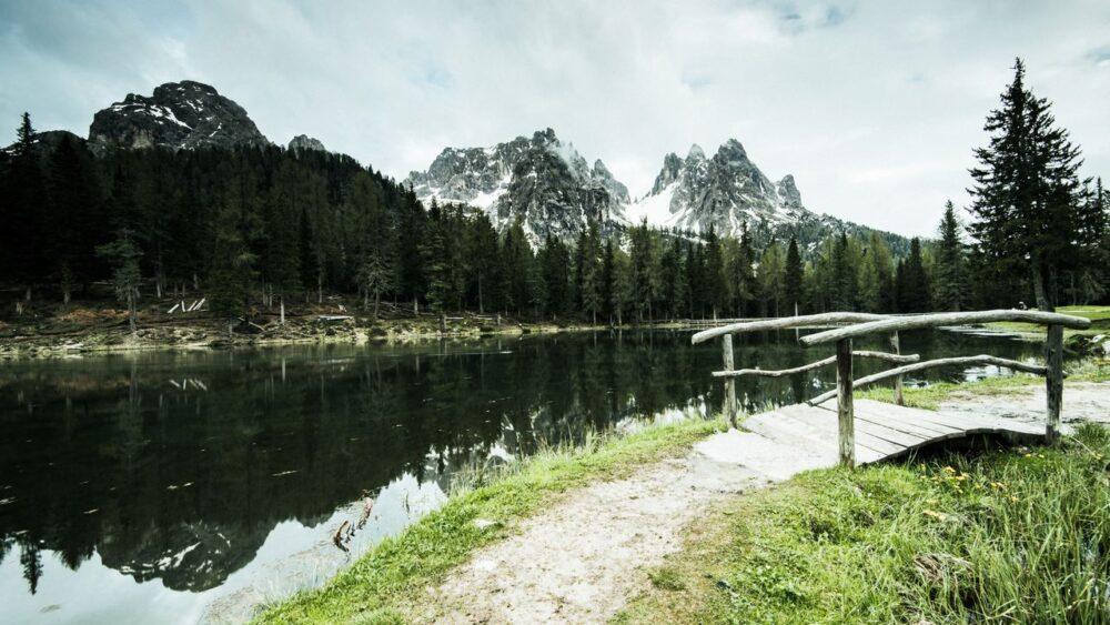 Tre cimes di lavaredo and antorno lake italy Q74SDTC