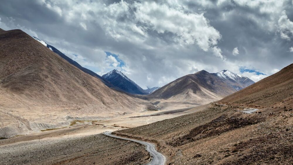 Cesta-v-pohori-Himalaje