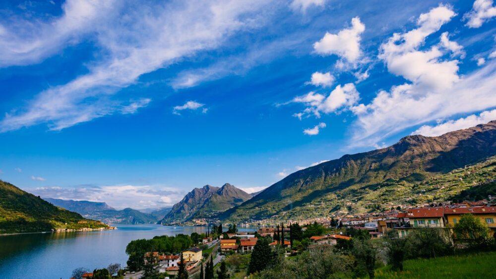 Jezero-v-Alpach-Italie