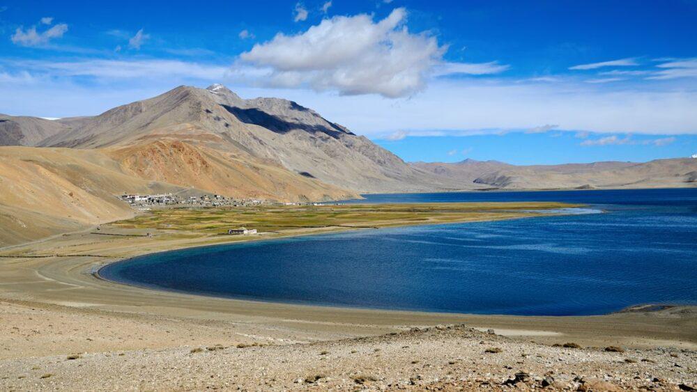 Jezero-v-Himalajich