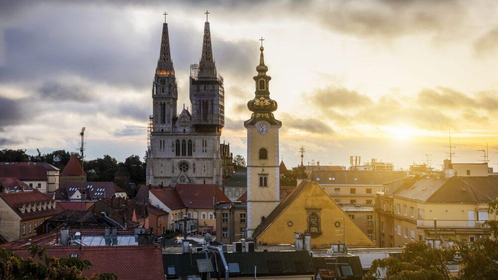 Katedrala-pri-vychodu-slunce