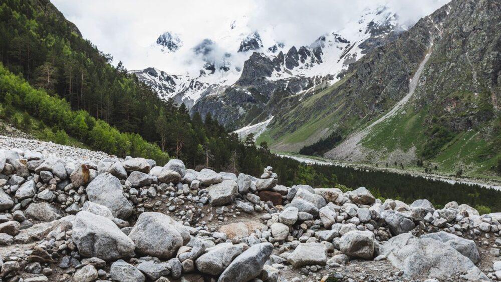 Zasnezeny-Kavkaz