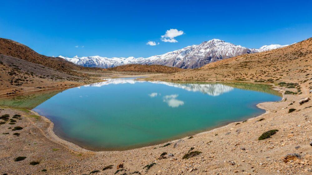 Krasne-jezero-v-Himalajich
